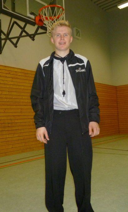 Sören Keller in der offiziellen Schiedsrichterbekleidung