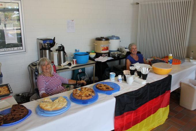 Oldies Mixed-Turnier 2018: Roswitha und Karin, unsere guten Geister beim Catering